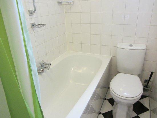 Hotel de Emauspoort: Bathroom-2