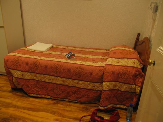 Corstorphine House: Very small bedroom