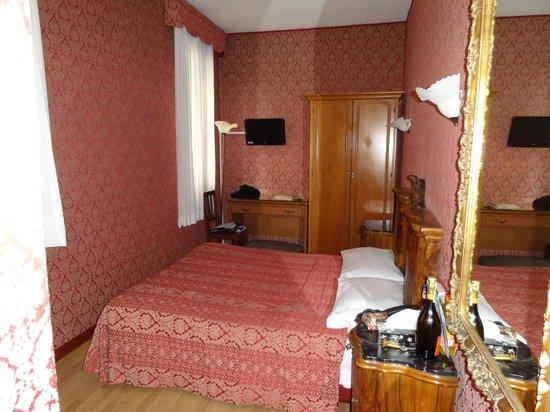 Hotel Alle Guglie: Chambre