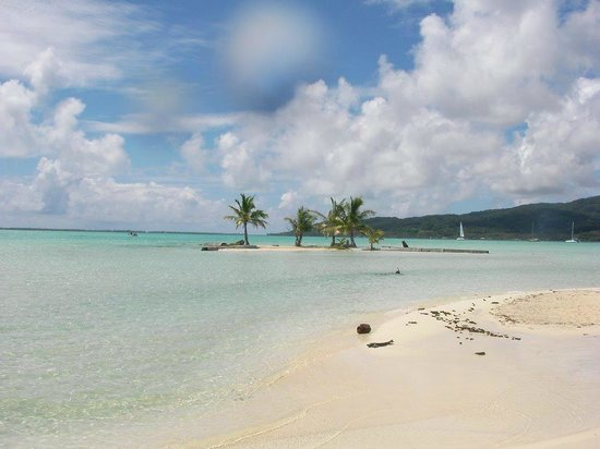 Le Taha'a Island Resort & Spa: resort beach