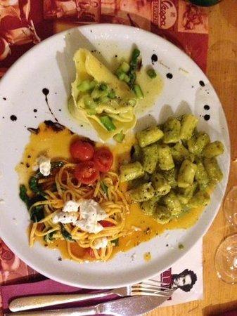 Pizzeria Bellini: Tris di Pasta. Nudeltasche mit grünem Spargel, Magniocchi al Pesto und Linguine Al Mozzarella e