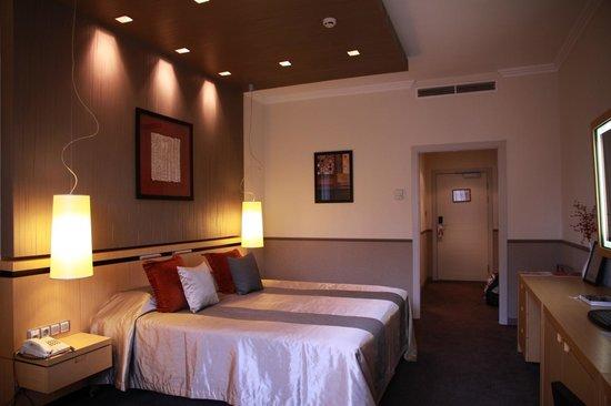 Mamaison Hotel Andrassy Budapest : Hbaitación-2