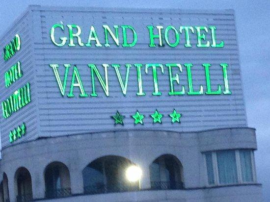 Grand Hotel Vanvitelli: la grande insegna