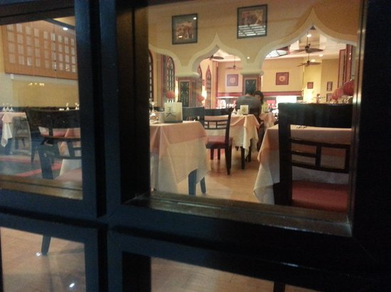 Hotel Riu Caribe : Asian restaurant - only one couple