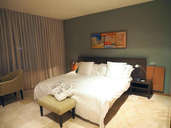 Gran Hotel Torre Catalunya : Huge, spacious, clean room