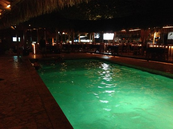 Hotel Coco Beach & Casino: View of the pool at night