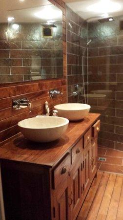 Les Abris de Saint Sulpice-Saint Emilion: La salle d'eau du studio