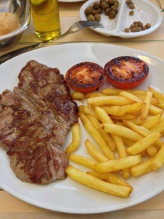 Hotel Oriol : Второе блюдо на обед - антрекот