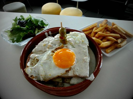 Francesinha by Coffee'in lounge