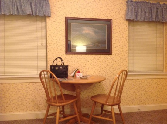 James Gettys Hotel: little dinette set