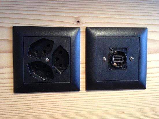Hotel Spitzhorn: Clevere USB Stecker in der Nachttischkonsole