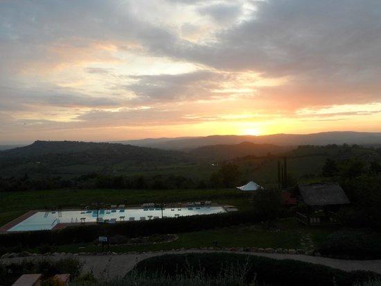 Saturnia Tuscany Hotel: Sunset ... glass of wine in hand ...