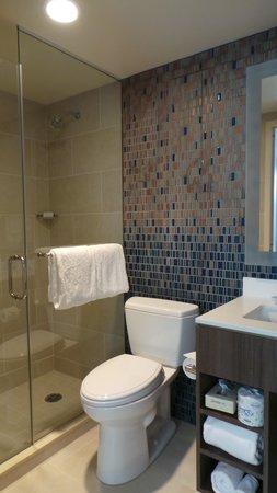 Courtyard New York Manhattan/Chelsea : Bathroom