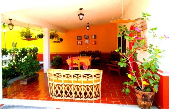 Casa Alvarada : Salita de estar para convivir.