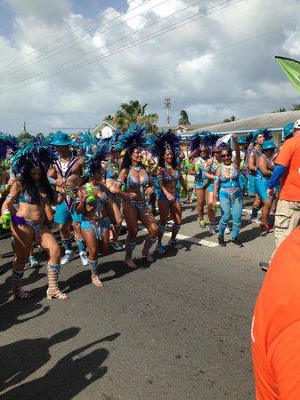 Comfort Suites Seven Mile Beach: Carnival passing hotel