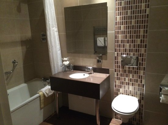 Ard Ri House Hotel: Bathroom