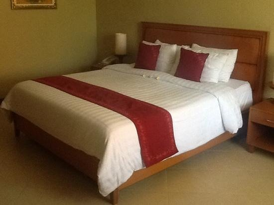 Kuta Puri Bungalows : our bed in one of the new rooms 116