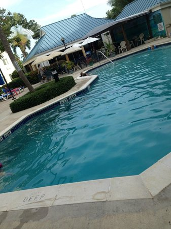 Comfort Suites Seven Mile Beach : pool area