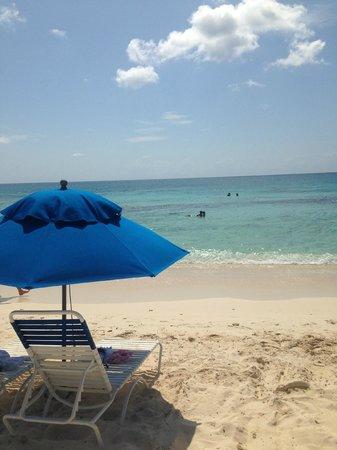 Comfort Suites Seven Mile Beach : Beach view