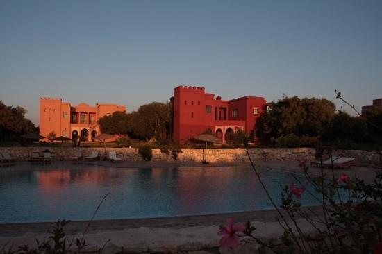 Domaine de l'Arganeraie: vue des villas depuis la piscine
