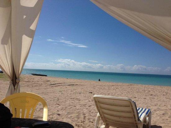 Burgalhau Beach: tenda em frente ao mar