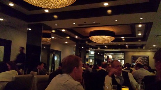 Morton's The Steakhouse - Chicago - Wacker Place: Interno molto elegante..