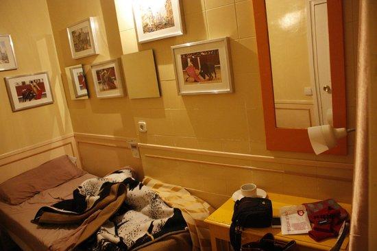 Hostal La Fontana: Одноместный номер