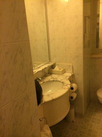 Galway Bay Hotel: Bathroom