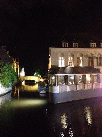 Duc de Bourgogne: Vista dell' hotel dal canale!