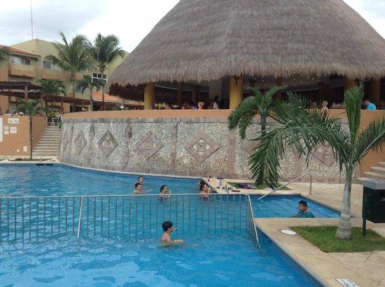 Viva Wyndham Azteca: The barricaded pool so the kids are kept safe