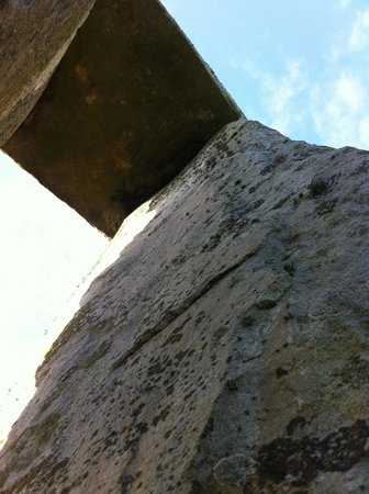 Salisbury & Stonehenge Guided Tours: Looking up under the lintel