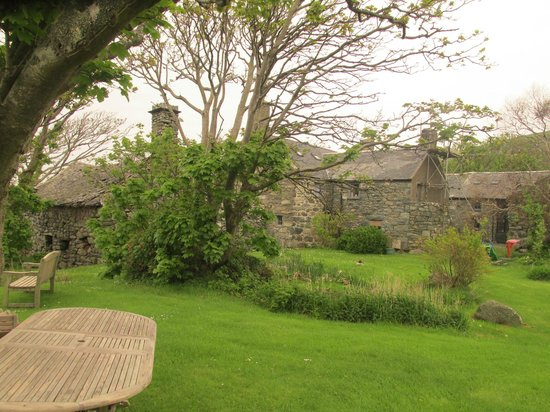 Llwyndu Farmhouse: Hotel Grounds