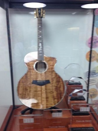 Country Music Hall of Fame and Museum : Taylor Swift's Guitar