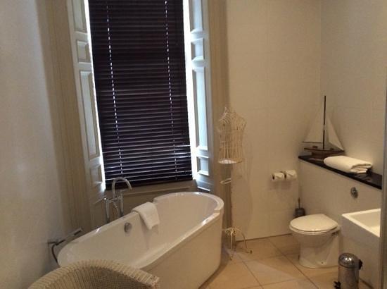 Nether Abbey Hotel: Room 1 bathroom