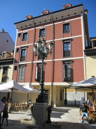 Plaza del Fontan : Edificio en la plaza
