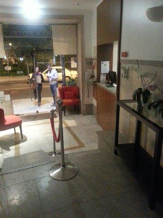 Hotel Princesa Lisboa Centro: La réception. Bebertosan.