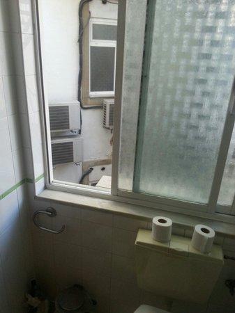 Hotel Princesa Lisboa Centro: Vue des toilettes sur la cours intérieure. Bebertosan.