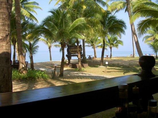 เกาะคอเขา รีสอร์ท: Возле ресторана