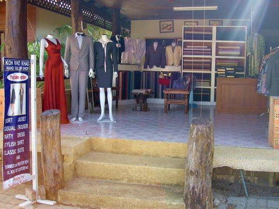 Koh Kho Khao Resort: Пошив одежды по мировым каталогам мод по пути к ресторану