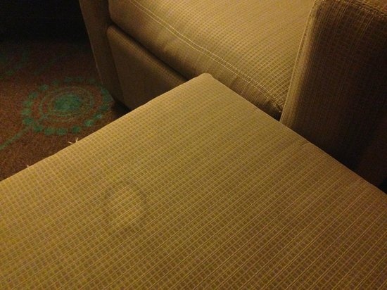 Hampton Inn Bloomington: Nasty Ottoman