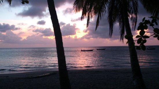 Cabanas El Encanto : Por do SOl em Bahia Aguadulce