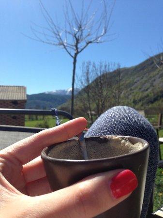 Hotel La Casa del Rio: Café con leche en el jardín