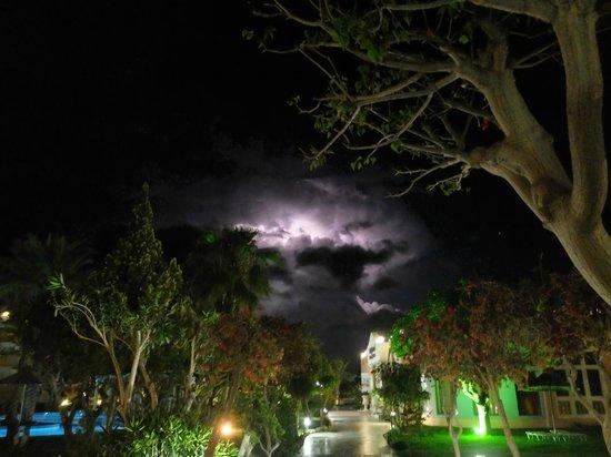 Atrium Palace Thalasso Spa Resort & Villas : ночь,гроза