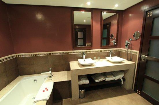 SENTIDO Kenzi Menara Palace: salle de bain