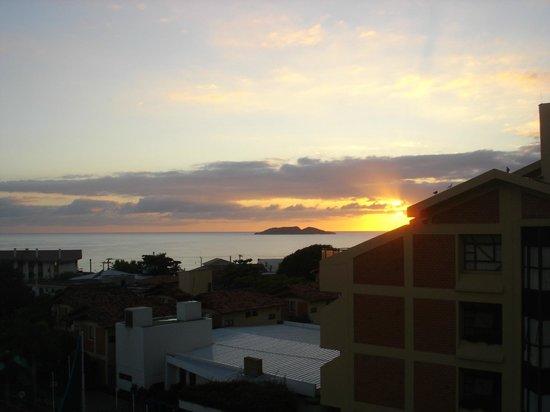Praiatur Hotel Florianopolis: O dia amanhecendo na minha sacada.
