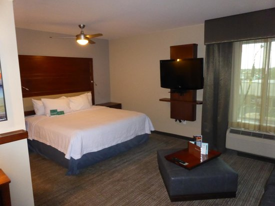 Homewood Suites by Hilton Springfield: Bed