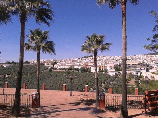 Hotel El Mirador de Rute: Uitzicht (op Rute) vanuit de tuin van het hotel.