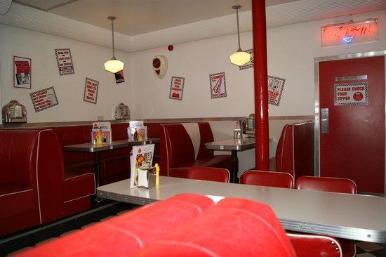 Eddie Rockets: 50's Diner style interior