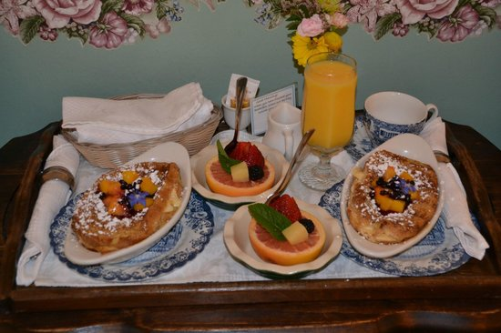 Headlands Inn Bed & Breakfast : Beautiful Breakfast!