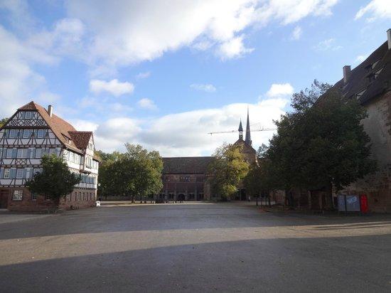 Maulbronn Abbey (Kloster Maulbronn): 正面に教会